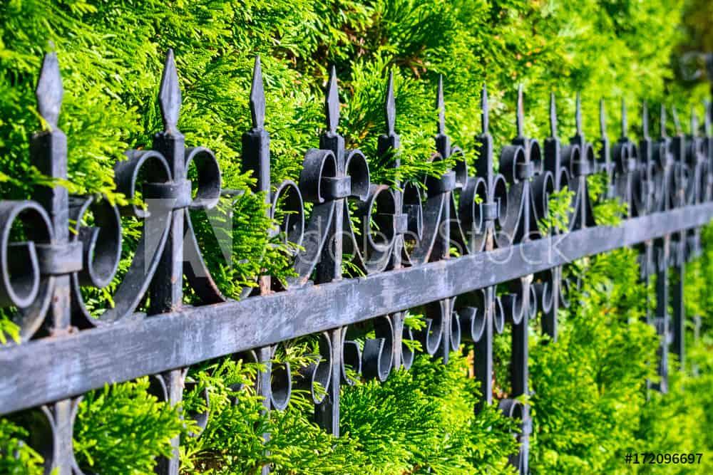 Какво е ажурна ограда