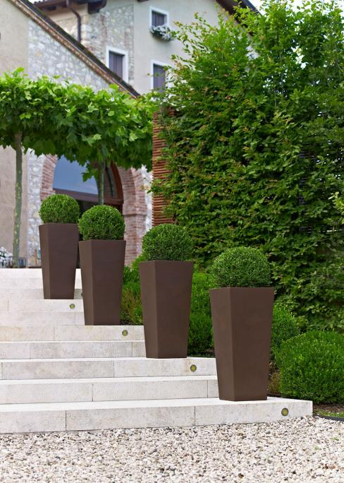 KIAM високи квадратни кашпи в кафяв цвят