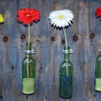 бутилки като саксии - идеи за вертикално озеленяване